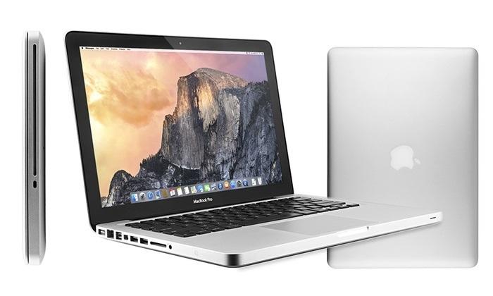 cầm laptop macbook